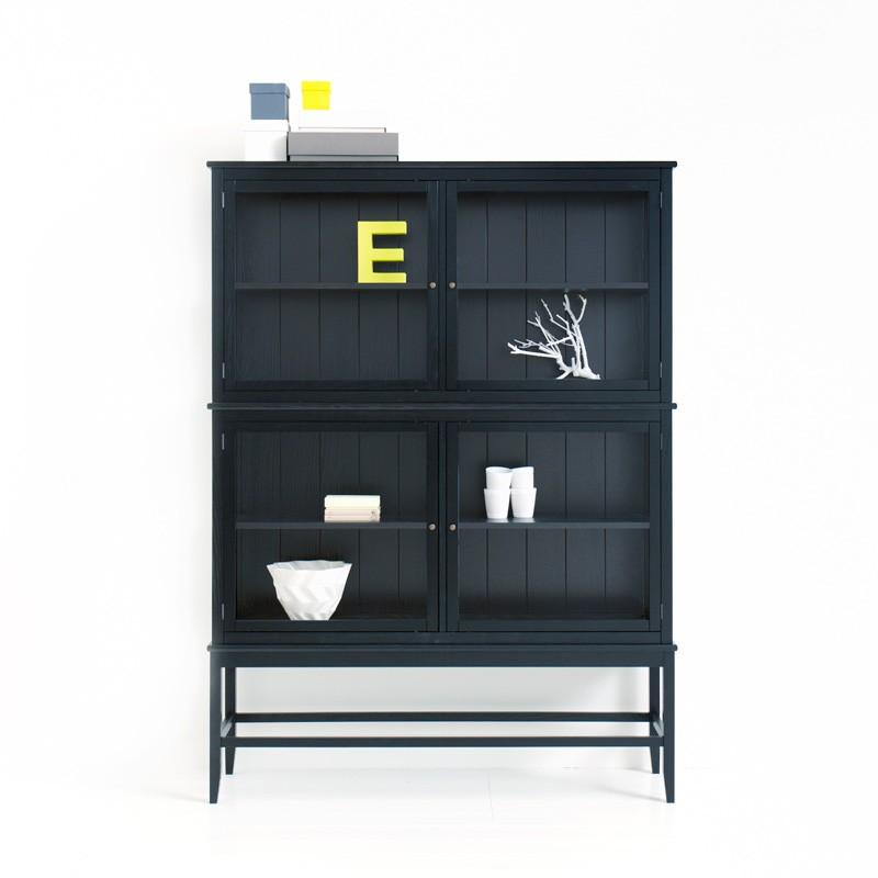 Svart vitrinskåp med ben Oliver Furniture