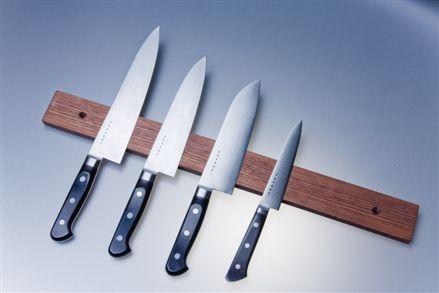 Knivlist i valnöt 50 cm magnetisk Satake