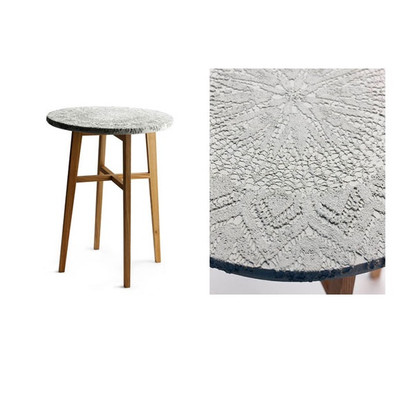 Cafébord Evelyn betongskiva med underrede i alm, Tove Adman