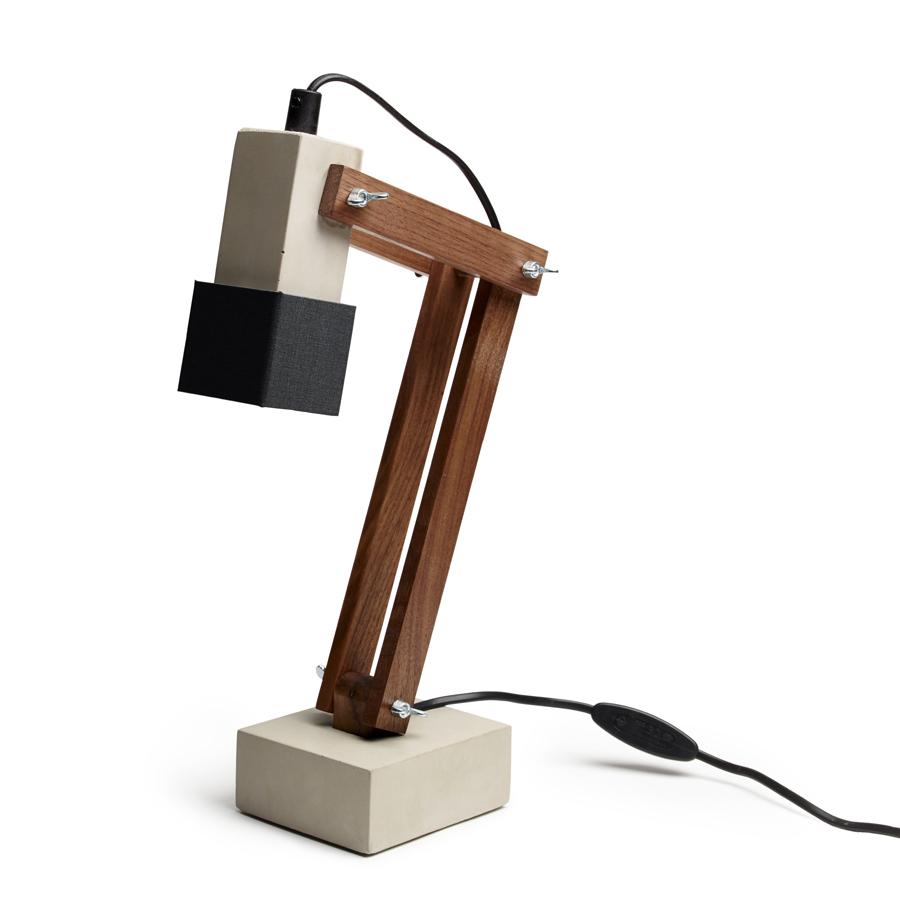 Skrivbordslampa betong valnöt, Tove Adman